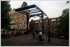 Drawbridge on Staalstraat, over Kloveniersburgwal, Centrum district.