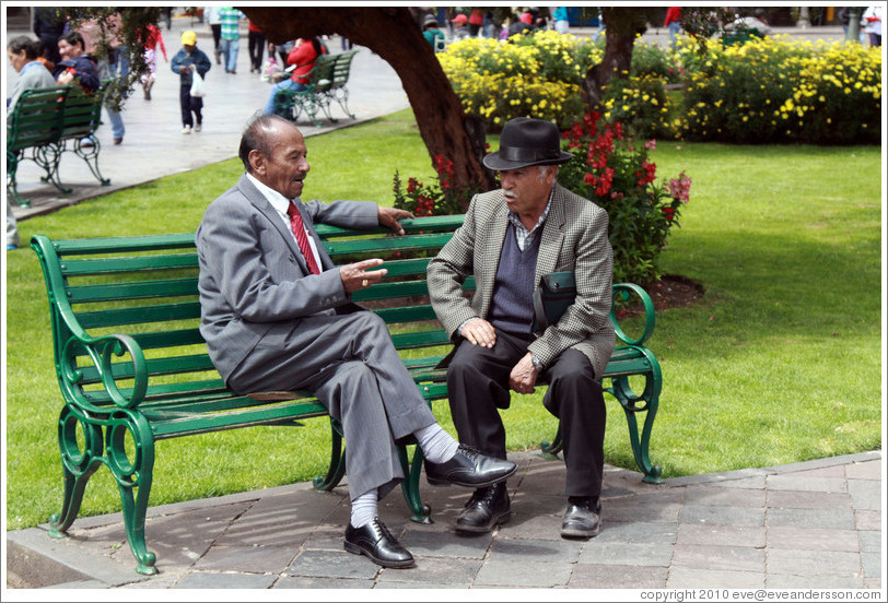Men on a bench, Plaza de Armas.