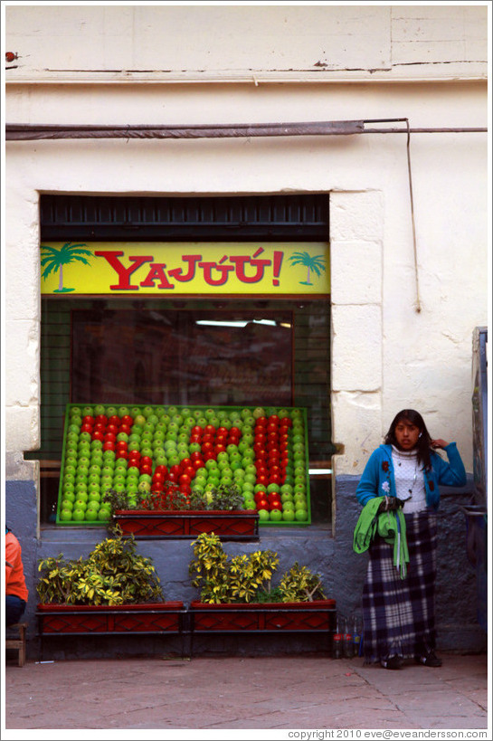 Yaj??, a juice bar whose name and logo are reminiscent of those of a famous internet company.