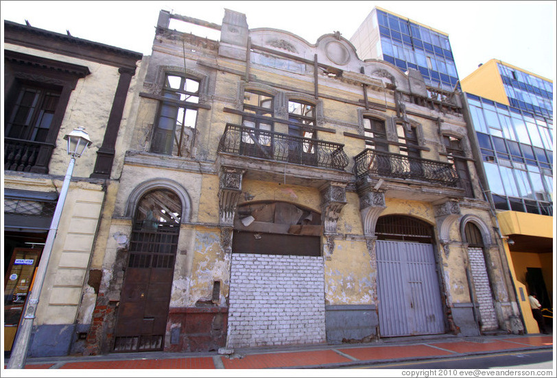 Deteriorated building, Calle Lampa, Historic Center of Lima.