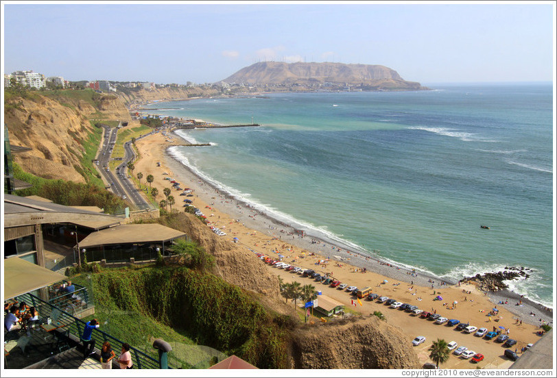 View of the beach, El Malec?Miraflores neighborhood.
