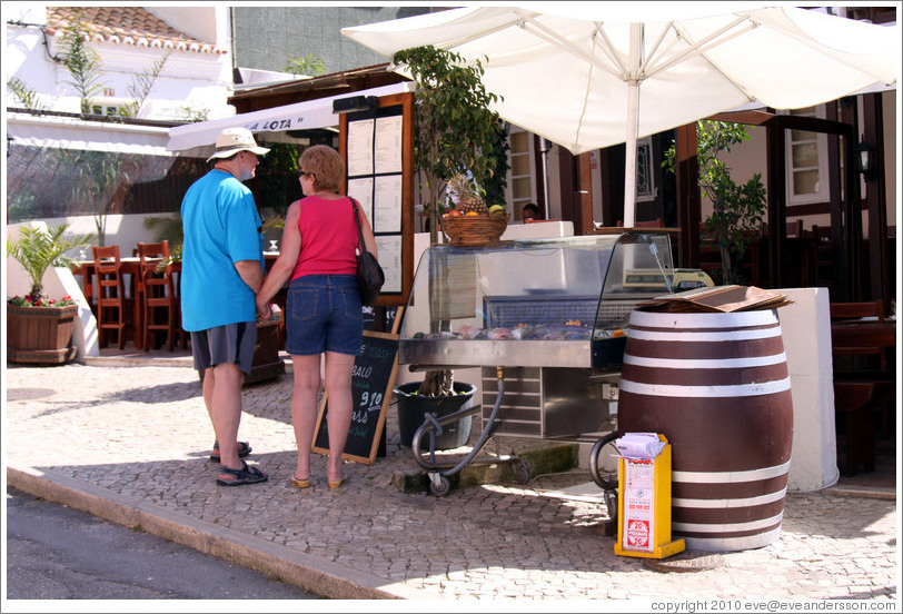 Tourists in front of restaurant, Rua Dr Frederico Ramos Mendes.