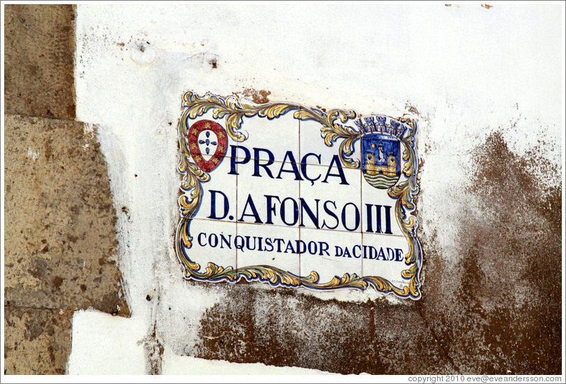 Sign, Pra?do Afonso III, Conquistador da Cidade (Plaza of Afonso III, Conqueror of the City).