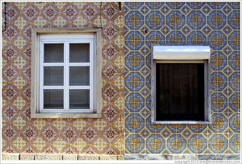 Windows within tiled walls, Rua da Miseric?a.