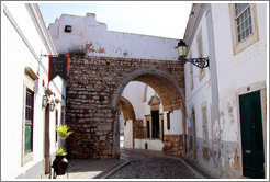 Arco do Repouso (Arch of Rest), one of the entrances to the old city.
