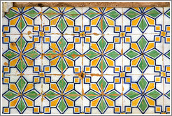 Wall tiles at 5 de Outubro 16.