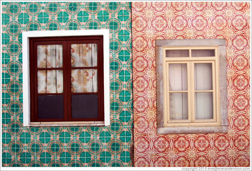 Tiled walls with windows, Rua Dr. Parreira.