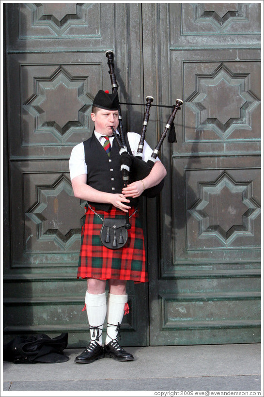 Bagpipe player.  High Street.