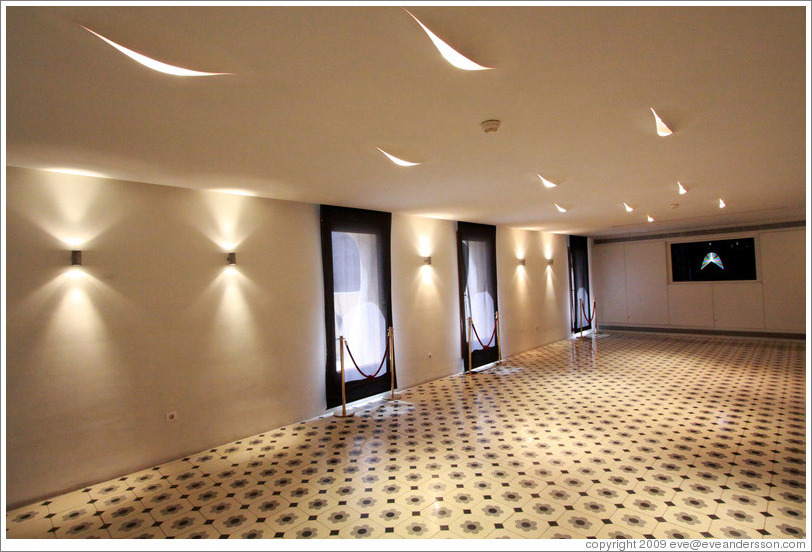 Magnificent Home > Barcelona > Room with recessed lighting. Casa Batlló. 812 x 552 · 160 kB · jpeg