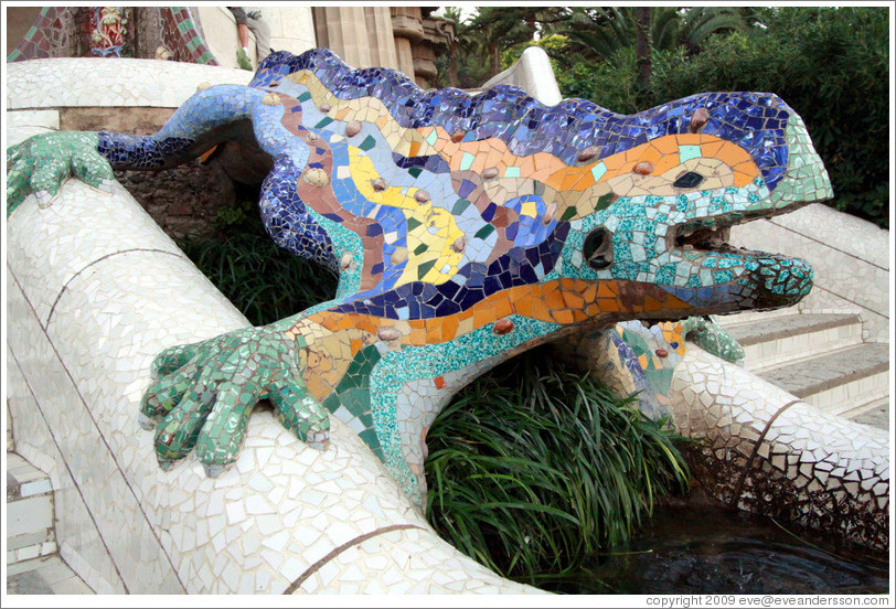 Dragon near main entrance.  Park G�ell.