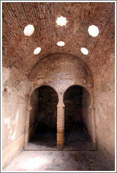 El Ba?o, 11th century Arab baths.  Albaic?