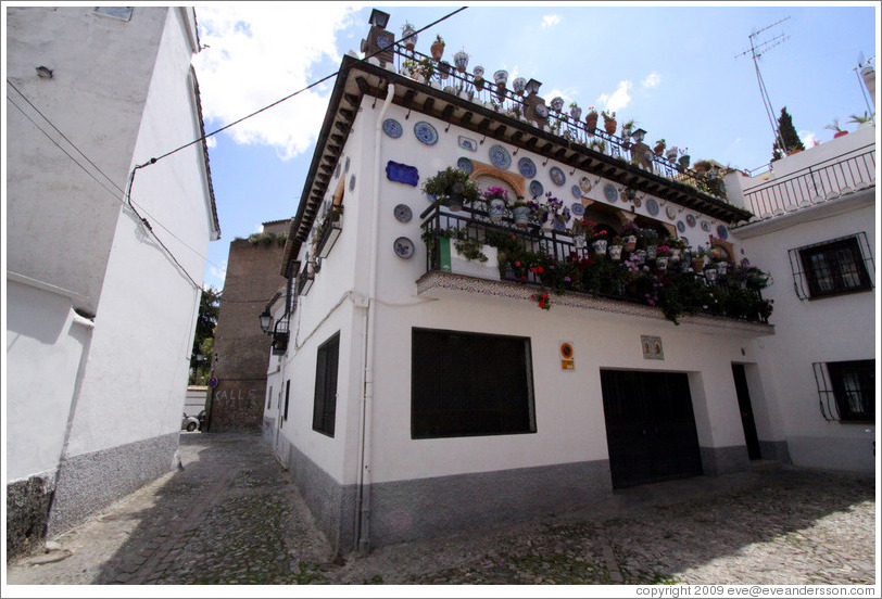 House decorated with plates.  Calle del Horno de San Agust?(Street of Saint Augustine's Oven).  Albaic?