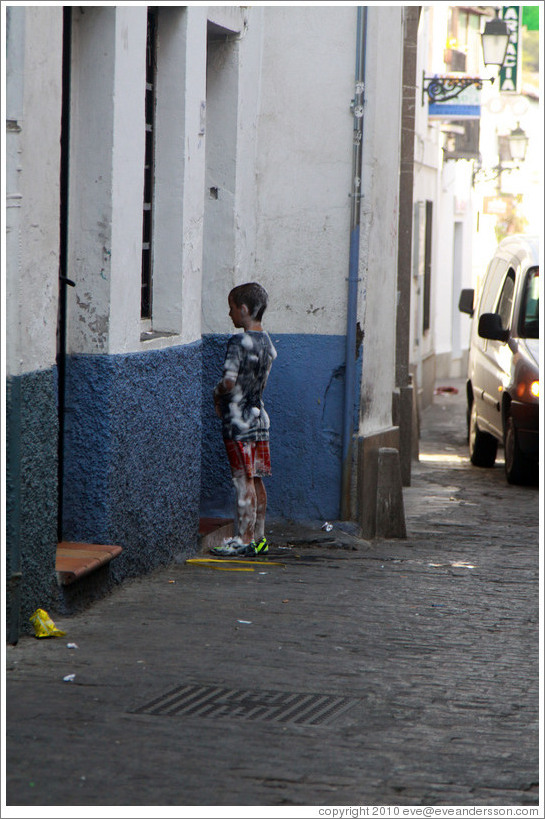 Mysteriously soapy boy near Plaza Larga, Albaic?