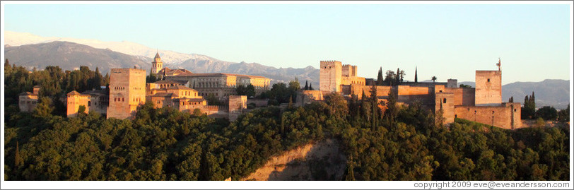 View of the Alhambra from Mirador de San Nicol?(8:40pm).
