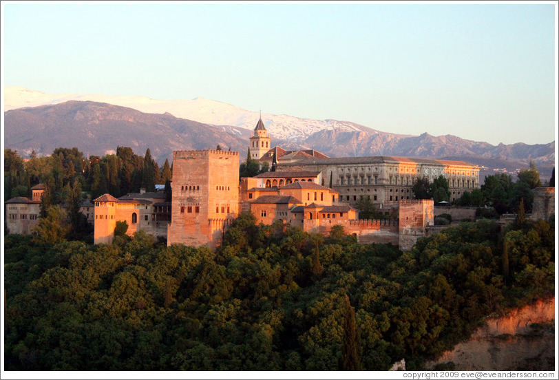 View of the Alhambra from Mirador de San Nicol?(8:50pm).