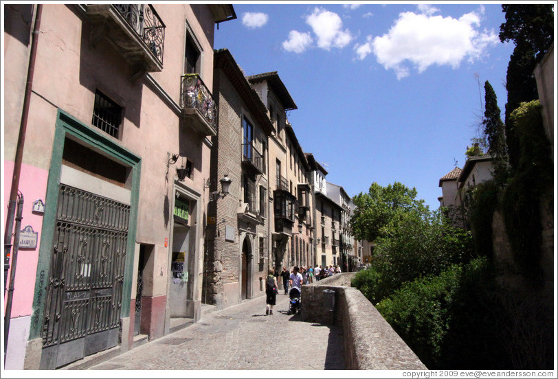 Carrera del Darro.  City center, bordering on Albaic�n.