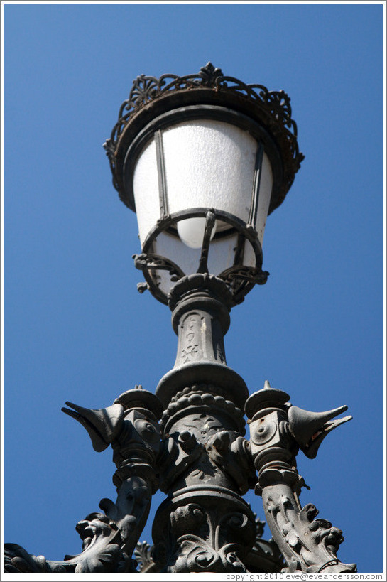 Lamppost detail, Plaza de Bib-Rambla, city center.
