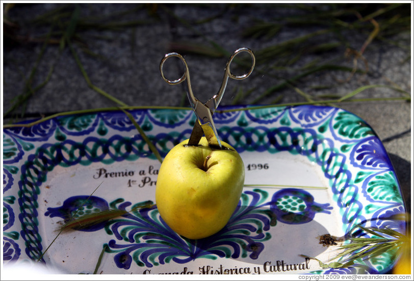 "Scissors in an apple (called a ""pero"" -- which also means ""but"" in Granadan Spanish).  Symbolizes destruction of objections.  Fiesta de las Cruces.  Plaza de Bib-Rambla.  City center."