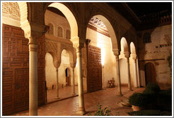 Palacio de Generalife at night.