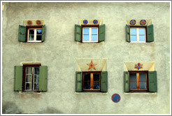 Windows, with Romansh patterns.