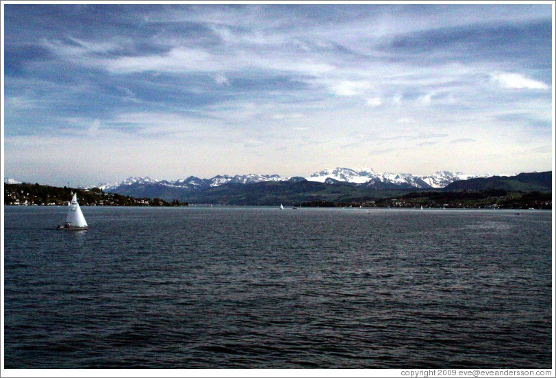 Z?richsee (Lake Z?rich).  View towards the mountains, away from Z?rich, from midway between Thalwil and Erlenbach.