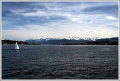 Z�richsee (Lake Z�rich).  View towards the mountains, away from Z�rich, from midway between Thalwil and Erlenbach.