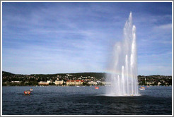 Lake fountain at Mythenquai.  Z�richsee (Lake Z�rich).