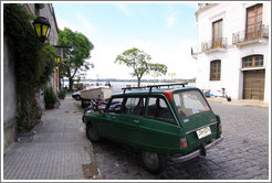 Ami 8 Elysee Citro? parked on Calle de Espa?Barrio Hist?o (Old Town).