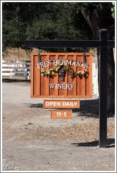 Sign.  Tres Hermanas Winery.