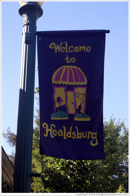 Welcome to Healdsburg sign.