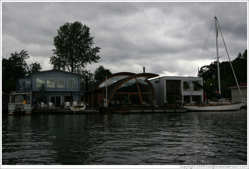 Houseboats. Oregon Yacht Club. Willamette River.